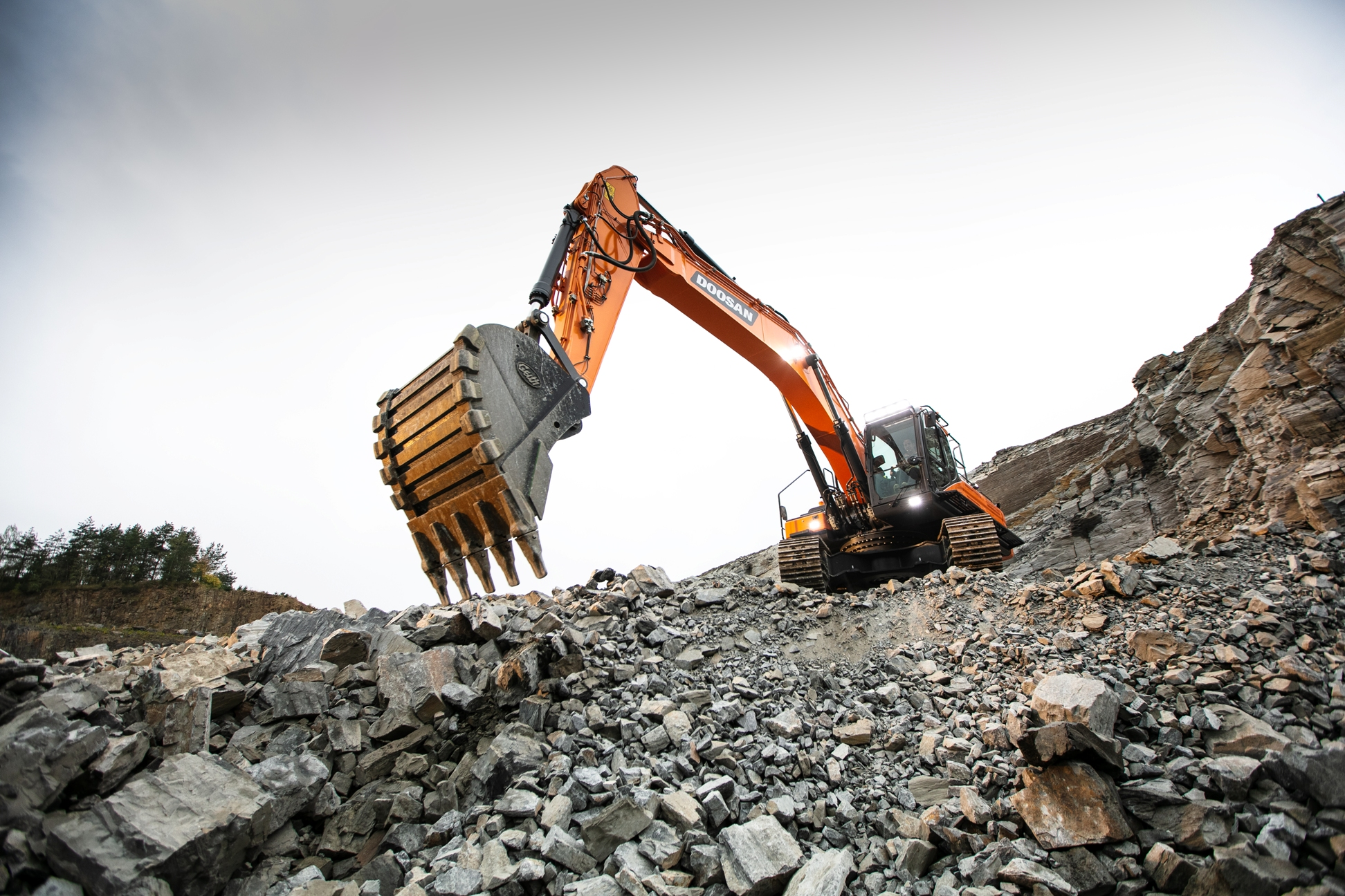 New Doosan DX350LC-7 Excavator Adds Power in Czech Quarry