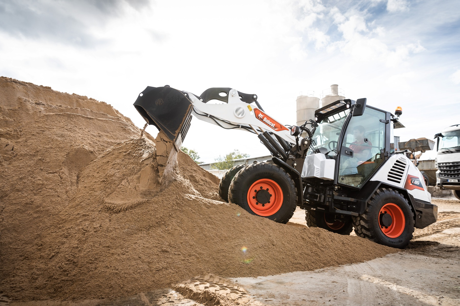 First Bobcat Compact Wheel Loader Leaves Production Line – Bobcat reveals detailed specifications and features for new L85 model –