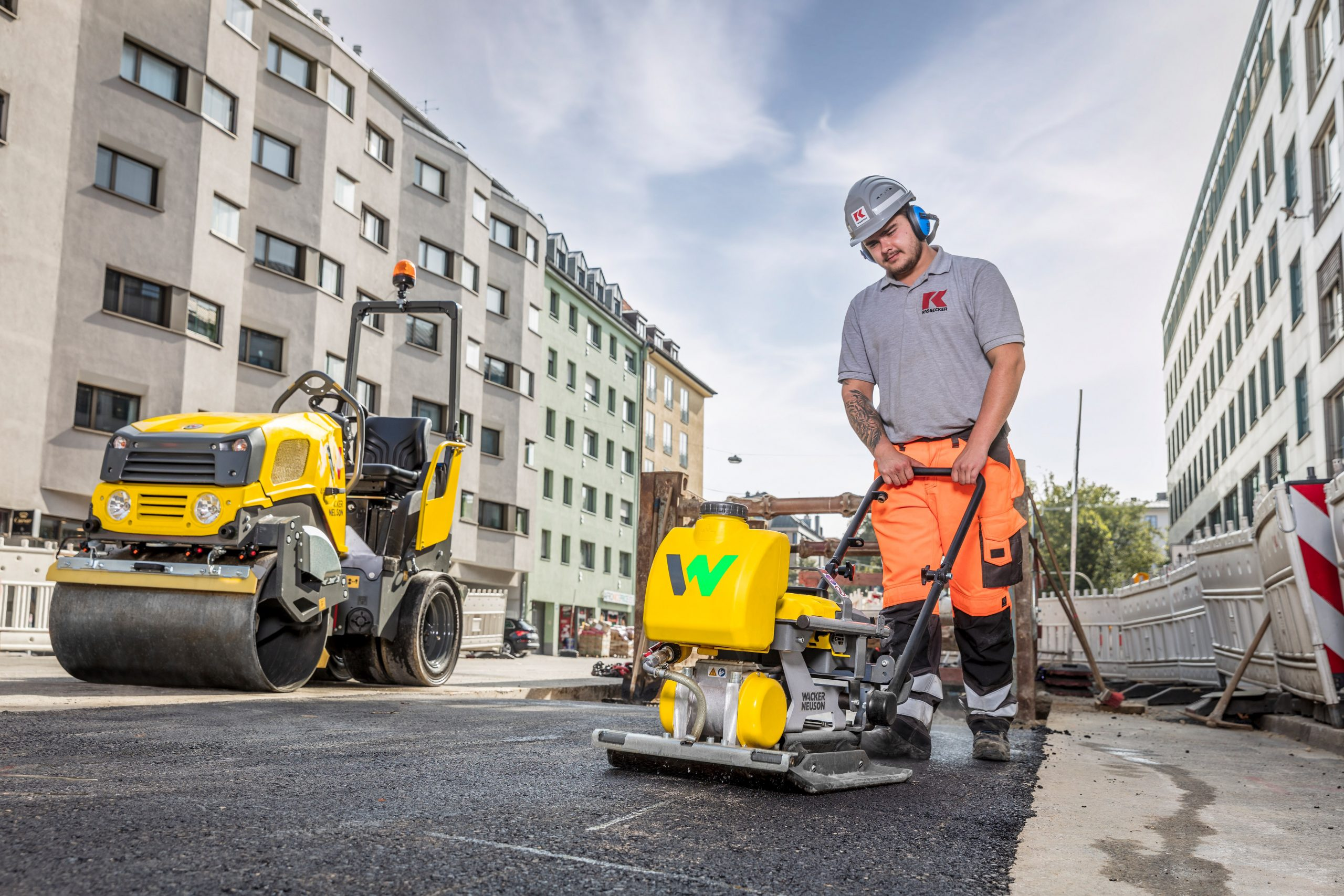 Ramming, vibrating and rolling: compaction work in the Munich inner city