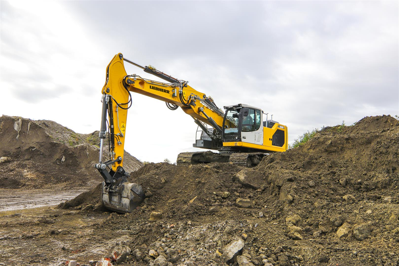 New Liebherr R 928 G8 crawler excavator: The new addition to the Generation 8 family
