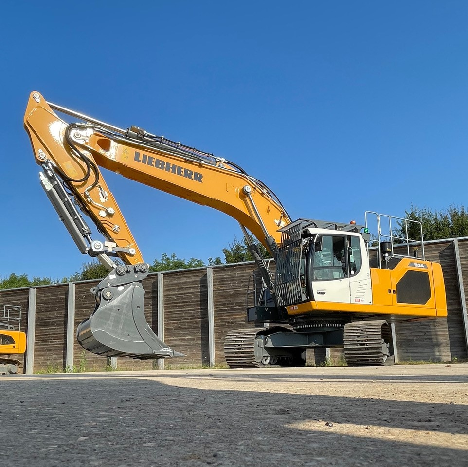 Liebherr Rental and Leica team up for another 'first'