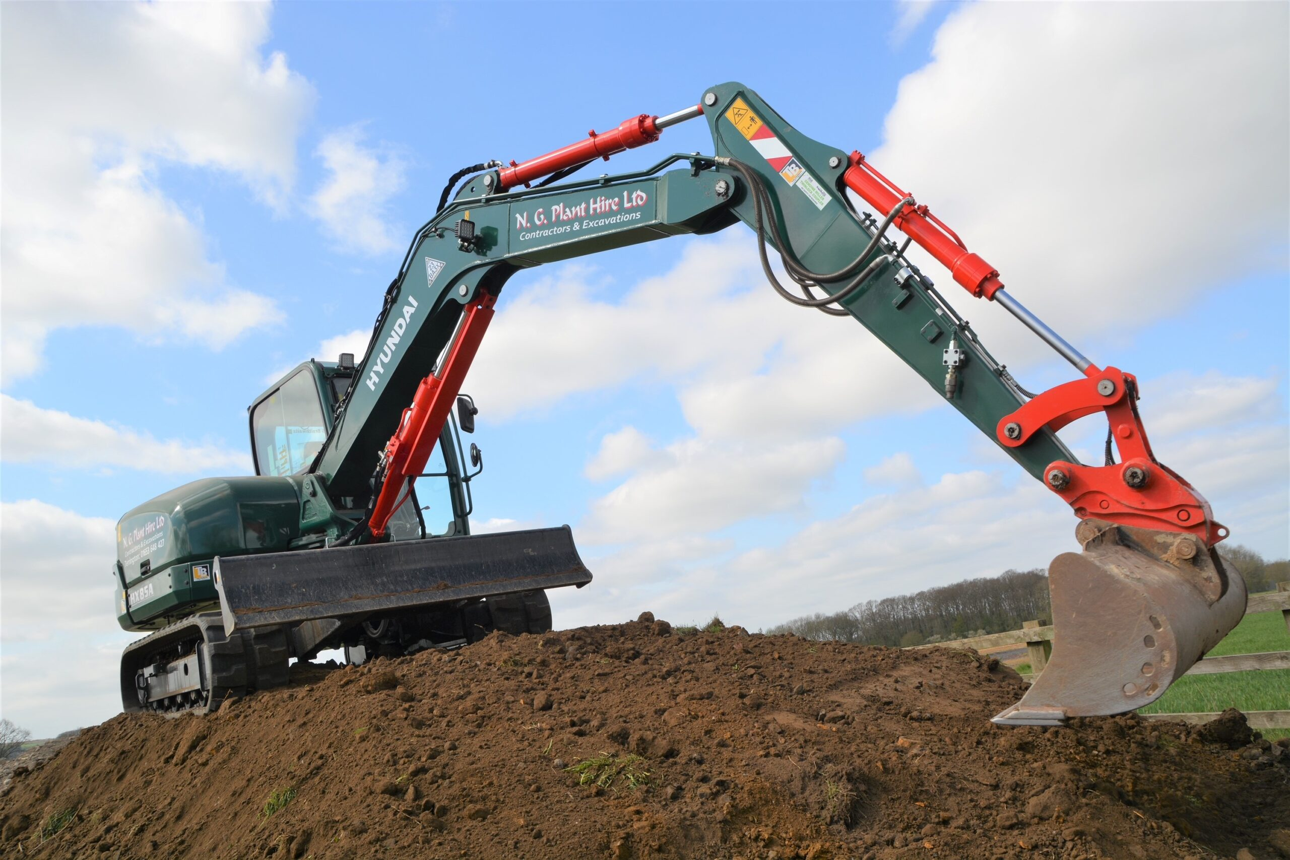 N G Plant Hire takes delivery of first Hyundai HX85A in the UK