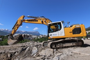 Allamanno: Liebherr wheel loader and crawler excavator in the French département of Hautes-Alpes